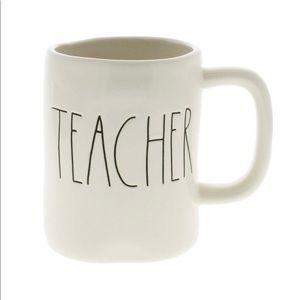 NEW! 🍎 Charming Rae Dunn, 'TEACHER' Mug!